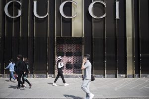 """Gucci"" nepatenkinta sena aukojimo tradicija Honkonge"