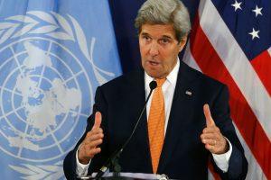 J. Kerry: apgultiems Sirijos miestams iš lėktuvų bus mėtomi maisto paketai