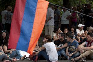 Armėnijoje demonstrantai turi apsispręsti dėl protestų