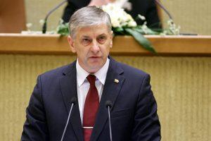Seimas nusiteikęs didinti paramą už vaikus