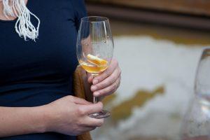 Jaunas vyras po išgertuvių su atsivesta moterimi pasigedo per 14 tūkst. eurų
