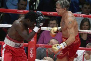 Holivudo žvaigždė M. Rourke laimėjo bokso kovą Maskvoje