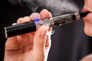Tyrimas: elektroninėse cigaretėse yra 10 kartų daugiau kancerogenų