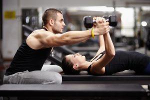 Sportuojantiems baltymai būtini, tačiau persistengti nereikėtų