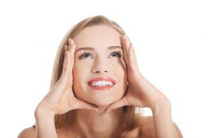 Kaip įveikti senėjimo požymius? Išbandykite veido mankštą