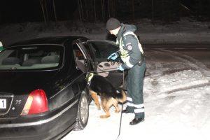 Naktinis pasivažinėjimas baigėsi areštinėje – įkliuvo su narkotikais
