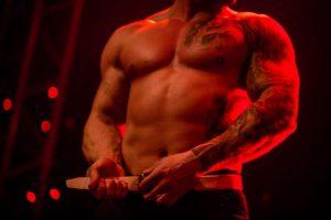 Kaunietes viliojo karštas vyrų striptizas