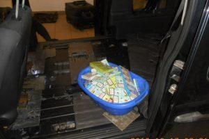 """Muitininkams įkliuvo identiškuose """"Mercedes-Benz"""" vežta kontrabanda"""