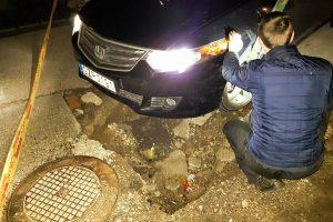 Viename Kauno kiemų – spąstai vairuotojams: įkliuvo jau antras automobilis