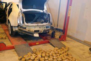 """Ruso vairuotame """"Cadillac"""" – per šimtas kilogramų hašišo"""