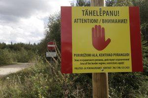Estija laikinai grąžina sienos kontrolę su Latvija