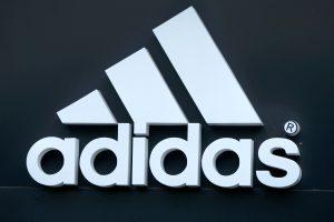 """""""Adidas"""" rekordo siekęs bėgikas supainiojo avalynės markę"""