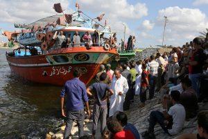 Egipte suimti keturi asmenys, kaltinami dėl apvirtusio migrantų laivo