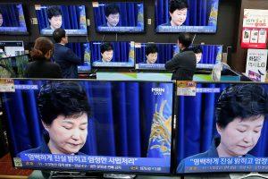 Pietų Korėjos prezidentė dėl draugės skandalo kaltina tik save