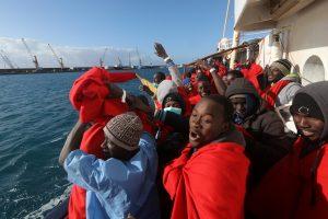 Viduržemio jūroje išgelbėta per 500 migrantų, rasti du žuvusieji