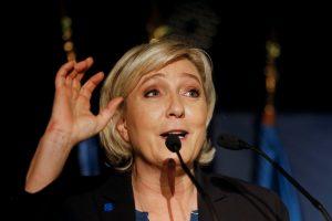 """Dėl vaizdų """"Twitter"""" panaikinta Prancūzijos politikės neliečiamybė"""