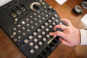 Rumunui karo laikų šifravimo mašina atnešė tūkstančius eurų