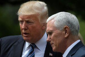 JAV viceprezidento vizitą Lotynų Amerikoje temdo D. Trumpo grasinimai Venesuelai