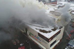Pragaras Rusijos prekybos centre tęsiasi: žuvusiųjų daugiau nei pusšimtis