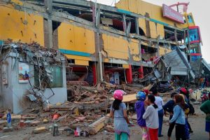 Indonezijoje aptikti per žemės drebėjimą žuvę mokiniai