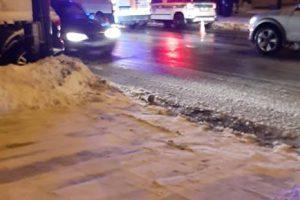 Įžūlumui ribų nėra: beteisis kelių gaidelis Kalniečiuose daužė pėsčiuosius ir mašinas