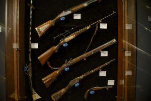 Už Rumunijos diktatoriaus šautuvą nepagailėta 32,5 tūkst. eurų