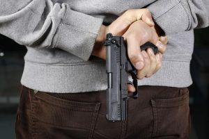 Smurto įrankiai – peilis ir šautuvas