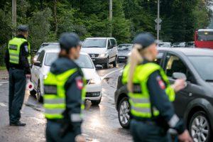 Šventinį savaitgalį įkliuvo šimtas girtų vairuotojų, pusę jų baus griežčiau