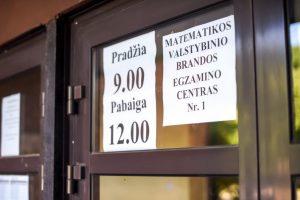 Egzaminai Kaune: matematikos neišlaikė kas dešimtas, bet iš anglų – šimtukų lietus