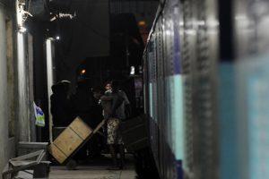 Įžūlus apiplėšimas Indijos traukinyje – išpjovus skylę pavogta 750 tūkst. dolerių