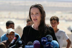 A. Jolie apie JAV imigracijos suvaržymą: tai nėra mūsų kelias