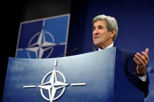 J. Kerry bandys atnaujinti Sirijos taikos derybas