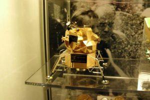 Ohajuje pavogtas auksinis Mėnulio erdvėlaivio modelis