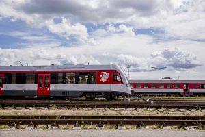 Traukiniai ir stotys keičia veidą: pasistiebti verčia augantys klientų lūkesčiai