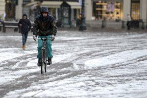 Pietų Italijoje ir Prancūzijoje žiema prasidėjo sniegu ir uraganu
