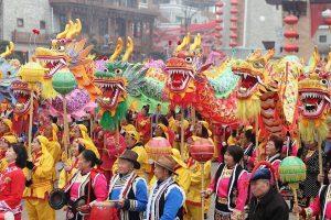 Kinų Naujieji metai: raudoni vokai, traukiniai ir žiūrimiausia pasaulyje laida