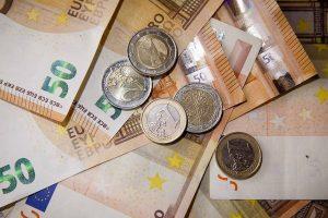 Ar seneliams priklauso vaiko pinigai?