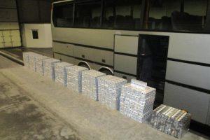 Turistiniame latvių autobuse – 5 tūkst. pakelių kontrabandinių rūkalų