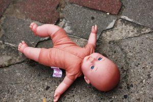 Smurtas prieš vaikus nesiliauja: sugyventinis galimai mušė net keturis