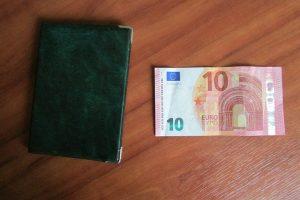 10 eurų kyšis atsakomybės pilietei išvengti nepadėjo