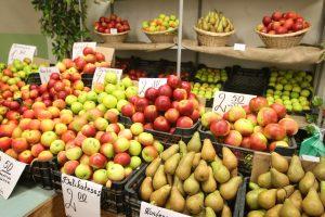 Vasarą į turgų žmonės neplūsta, bet apyvarta auga