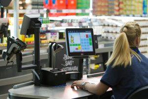 Tyrimas: kiek vieno apsipirkimo metu išleidžia lietuviai?