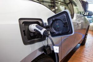 Kaip greitai lietuviai persės į hibridinius ar elektrinius automobilius?