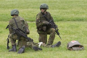 Į Lietuvą iš Vokietijos parskraidintas sužeistas karys, jo būklė sunki