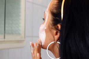 Nevalingų įpročių pasekmės – raukšlės veide
