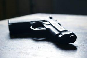 Po pranešimo apie išėjusį vyrą, policija aptiko nelegalų šautuvą