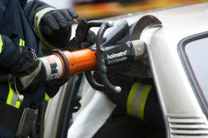 Raseiniuose ugniagesiai skuba gelbėti avarijoje prispausto žmogaus