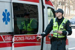 Vaiką norėjusiam paimti policininkui girtas rokiškietis sulaužė nosį