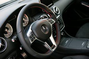 """Iš """"Mercedes-Benz"""" pavogė ne tik vairą, bet ir akinius nuo saulės"""