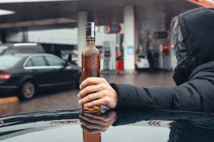 Įstatymas negalioja: degalinėje alkoholį pardavė po 22 val.